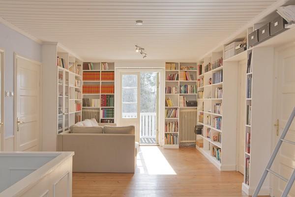 Biblioteket i stora röda huset