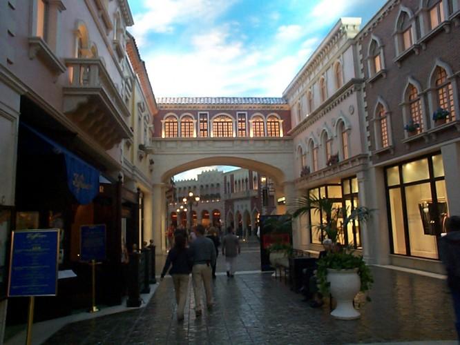 """Inomhus i hotellet """"Paris Las Vegas"""" shoppinggalleria"""