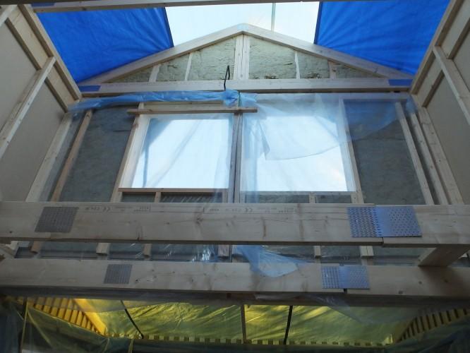 Ganska luftigt och högt i tak än så länge, men snart är där ett innertak och då blir detta vinden, 2/11-15