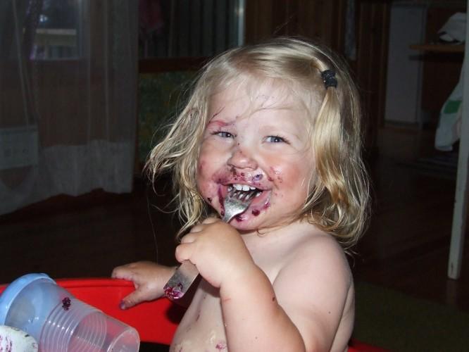 Mormors och pappas blåbärspaj är smask tycker E (sommaren 2008)