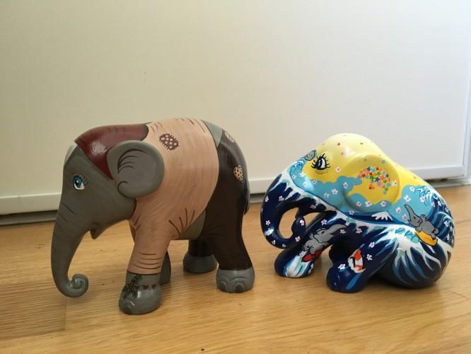 Två av elefanterna i den Elephant Parede som skall flytta in i Villa Bergstoppen.