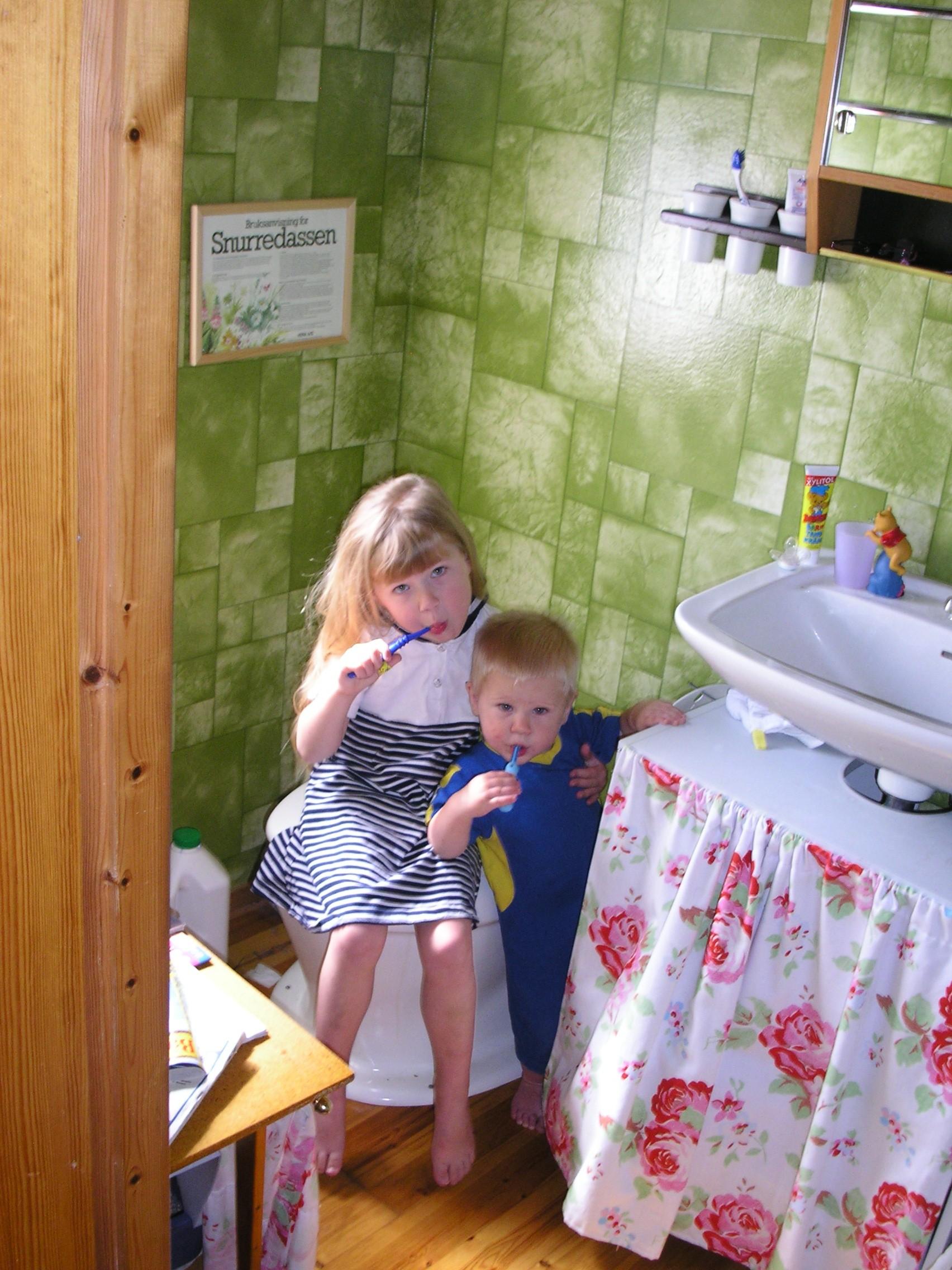 Lackat Furugolv I Kok : Nu or alla tapet och kakelval gjordao o Nya huset