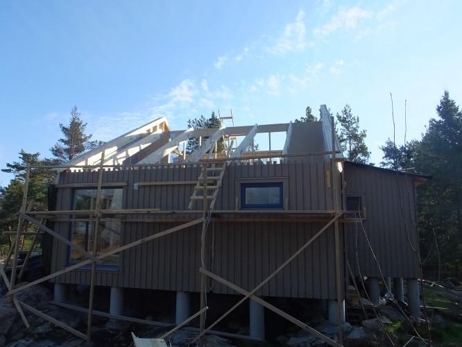 Välkommen på öppet hus! Inför lyftet behövde man helt enkelt ta bort taket. (4/5-16)