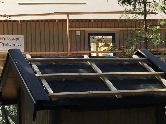 Nytt tak (denna gången förberett för takpannor) på dasset 8/5-16