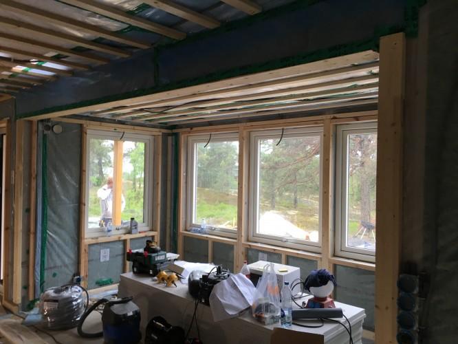 Förberett för fönsterspottar vid matplatsen (16/6-16)