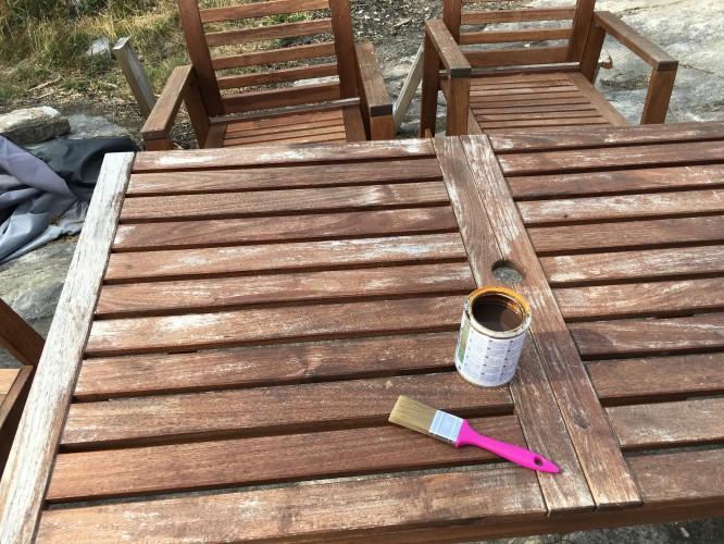 Bord och stolar före lasyr