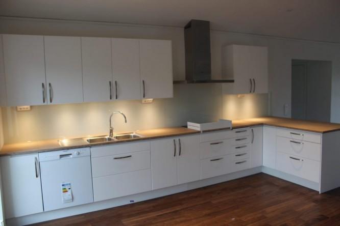 foto på ovanstående skribents kök från Ädelbyggs hemsida