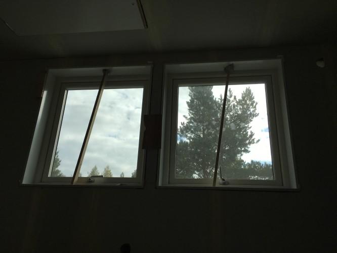 Fönstersmygar på plats