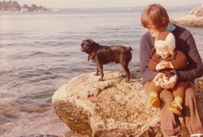 Min systers hund Anton, mamma och jag.