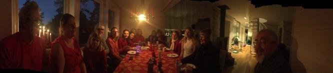 Pepparkaksprovning och test av hur många som kan sitta i vår matplats. Vi räknade till 18 och ändå fanns det några platser över! Precis som vi önskade det helt enkelt när vi gav arkitekten uppdraget!