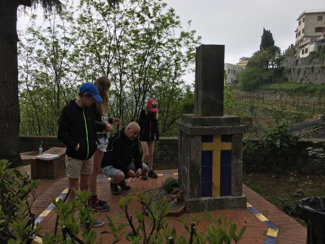 Monumentet som rests till minne av de omkomna vid flygolyckan i Scala 1947.