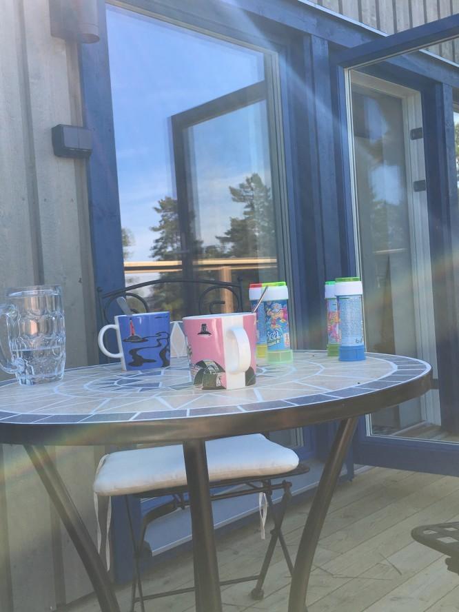 Morgonkaffe i varm morgonskugga en het dag (28 maj 2017)