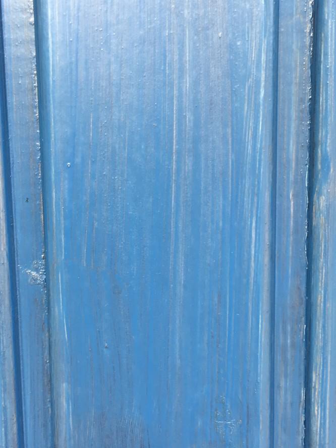 Resultatet av att måla med två olika blåa kulörer av fasadlasyr.