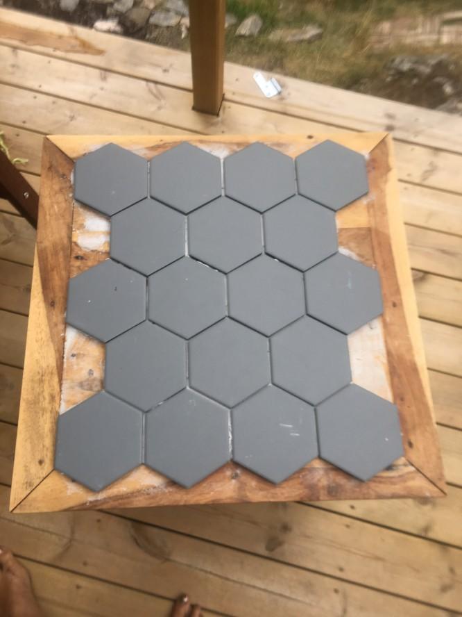 Hexagonkaklet på plats
