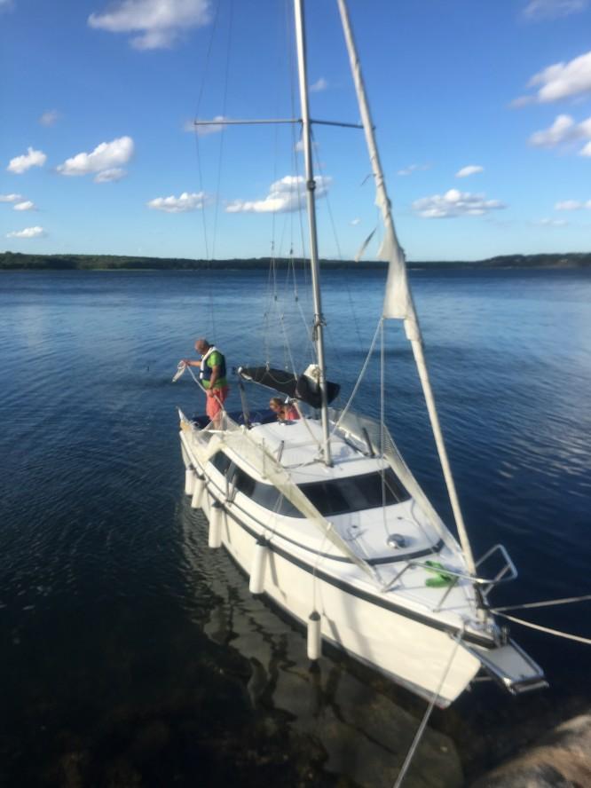 Vår båt med trasigt försegel.