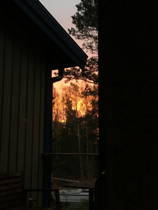 Soluppgång i oktober, Villa bergstoppen